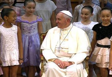 Papa fala sobre diálogo, responsabilidade social e respeito a cultura